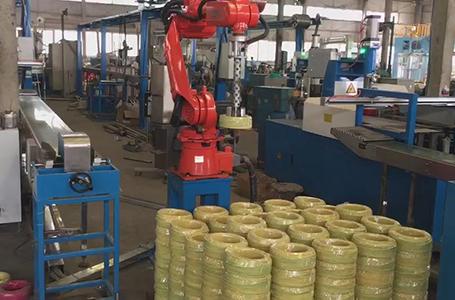 尔必地机械手为电线生产厂家代替人工作业,电线搬运视频演示