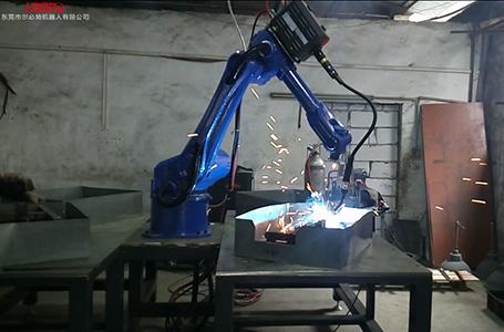 尔必地焊接机器人现场作业视频案例
