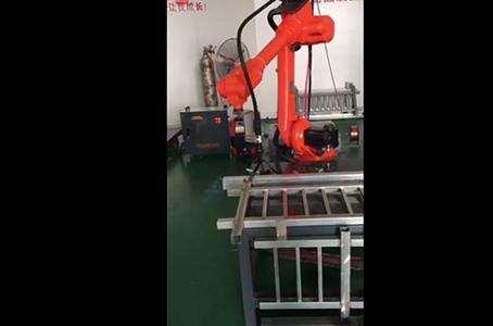 尔必地焊接机器人客户打样现场视频