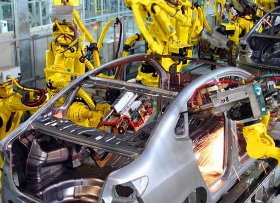中国汽车行业使用机器人焊接喷漆已基本全自动化