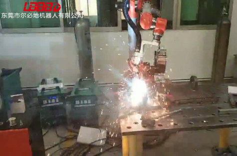 尔必地新款LHG1400-B-6焊接机器人应用案例视频