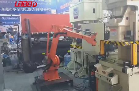 尔必地上下料机器人机床上下料应用案例视频